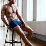 Adam Senn рекламирует красивое мужское нижнее белье
