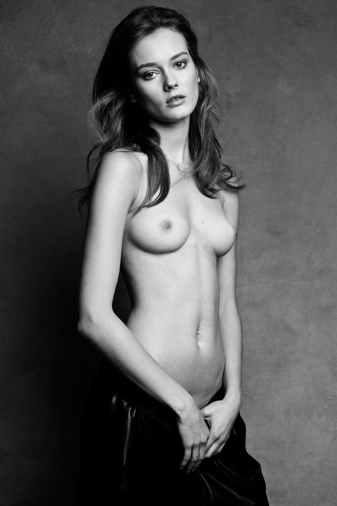 Топ модель голая 27 фотография