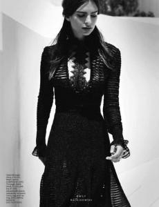 Фото - сексапильная брюнетка Эмили Ратажковски в октябрьском выпуске журнала InStyle 2015