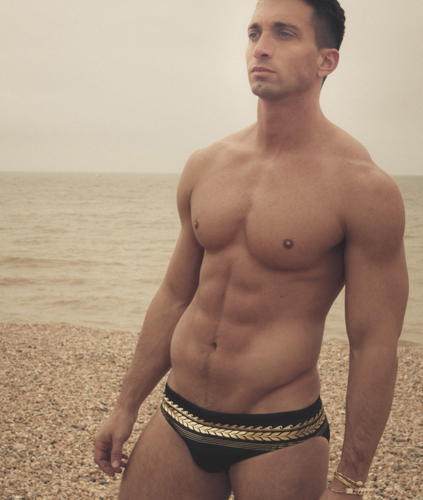 Andrew-Morrill-On-Chilly-Brighton-Beach-8