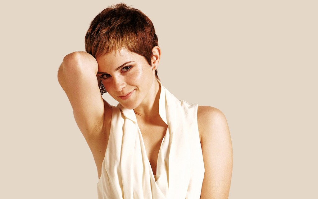 emma_watson_267-wide2this-is-the-cute-emma-watson-with-short-brown-hair-and-she-wears-and-she-smiles-charmingly-with-her-arm-bending-beside-her-head