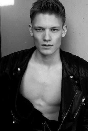 черно-белые фото парней Джон Вессер модель