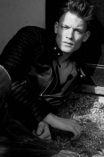 черно-белые фото парней Джон Вессер модель из Голландии