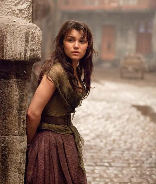 Саманта в образе Эпонины из Отверженных, фото