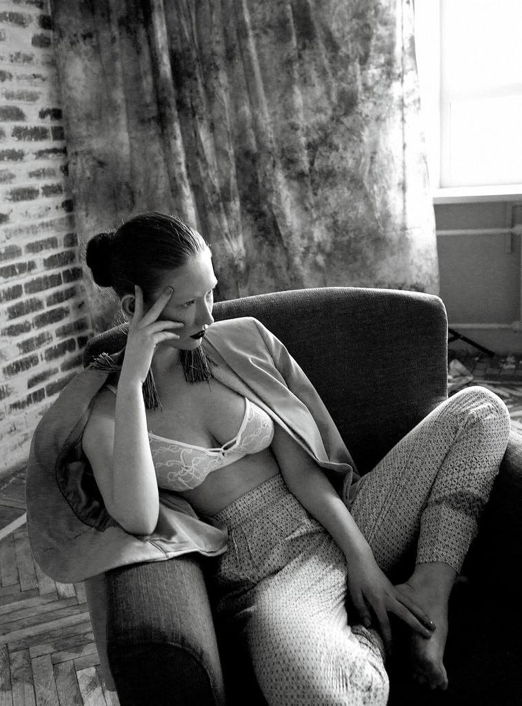 Фото - Черно-белая фотография с девушкой-моделью