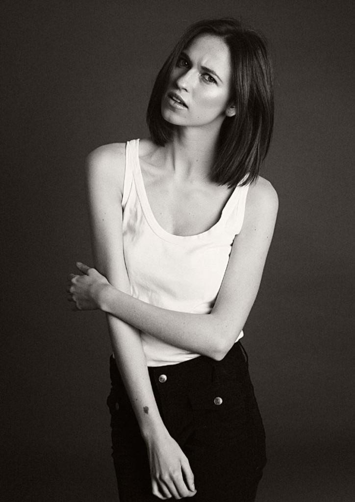 девушка модель черно-белое фото