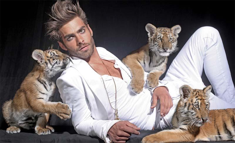 Фото - Кортахарена в компании маленьких тигрят