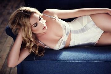 Модель в женском нижнем белье