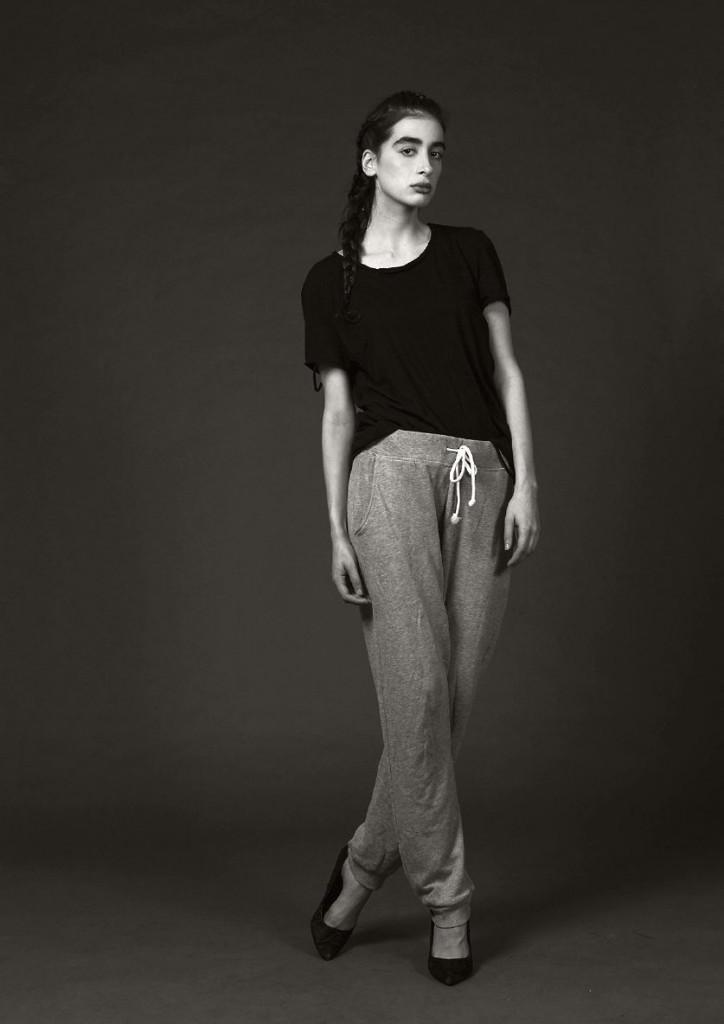 Фото: модель Орнелла Перл в одежде для дома