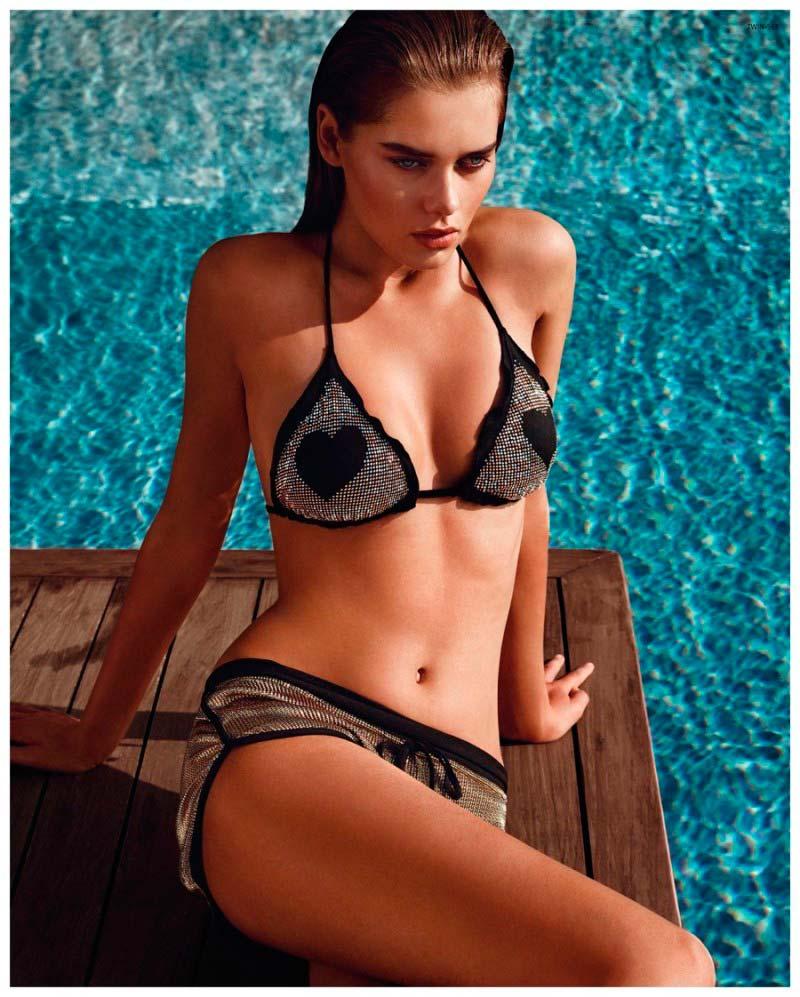 Фото - Модель Сольвейг Морк Хансен одета в треугольном бикини