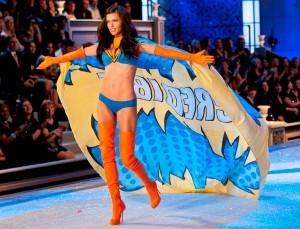 Адриана на Victoria's Secret Fashion Show фото 6