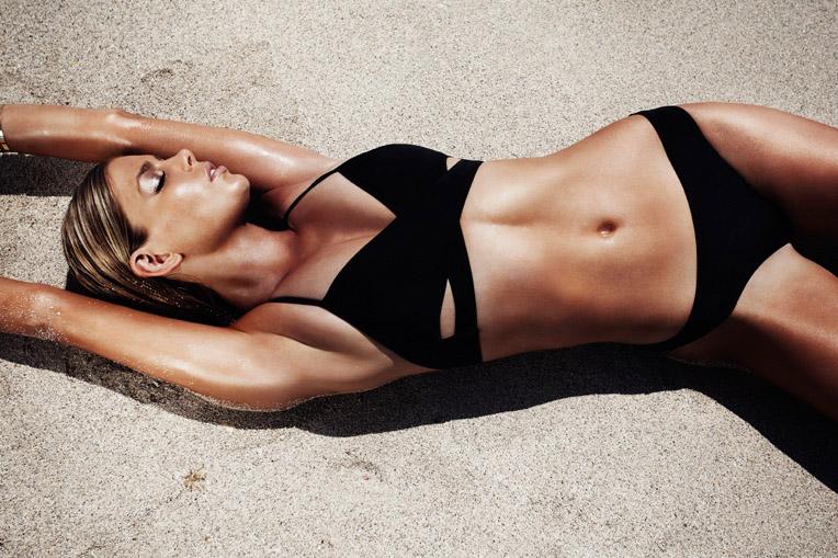 Фото - Кнадсон в купальнике бикини PINK от Victoria's Secret