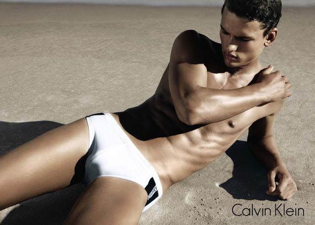 Фото - Саймон в кампании нижнего белья от CK