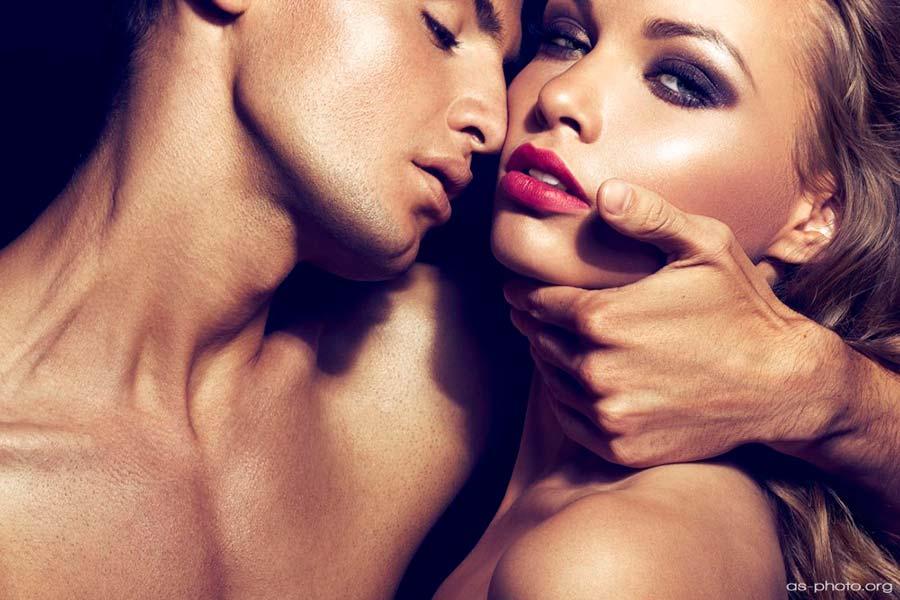 Фото - красивая модель с парнем