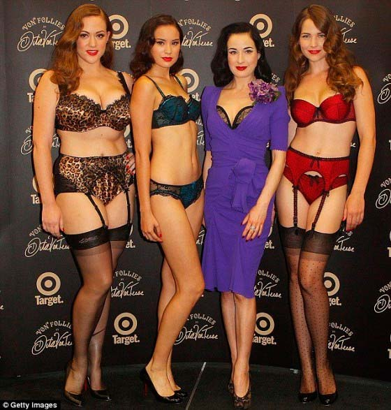 Фото - Карла Конлин, Дита фон Тиз и другие модели на шоу Von Follies