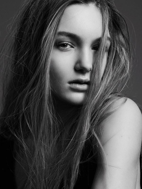 Фото - девушка-модель Эстер Бюнк