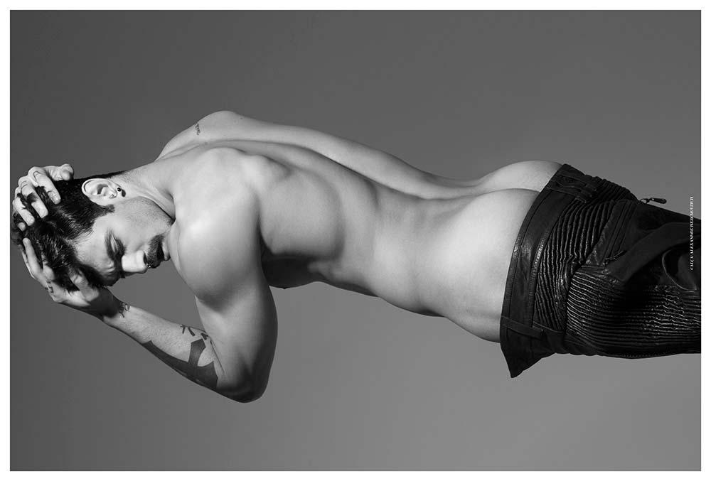 Фото - обнаженный парень-модель Луис Коппини