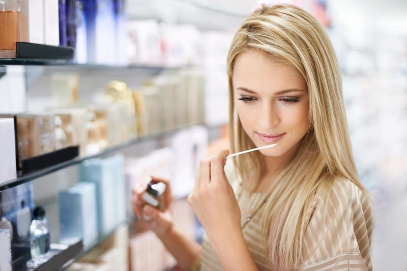 Фото - как выбрать парфюмерную воду женщине