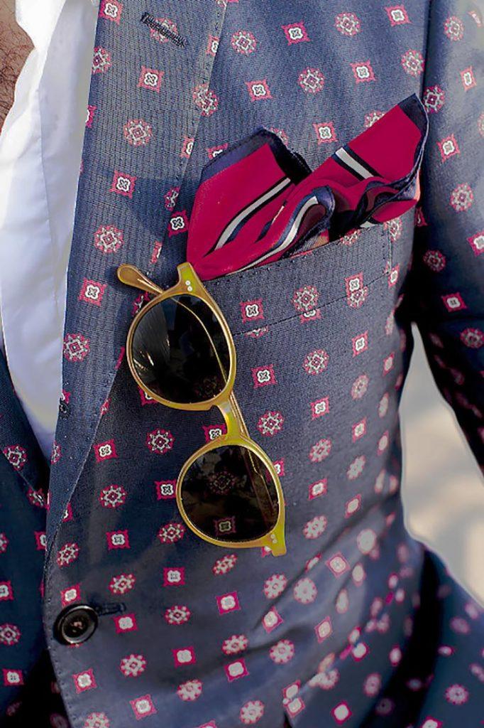 Шелковый платок в кармашке пидэжака