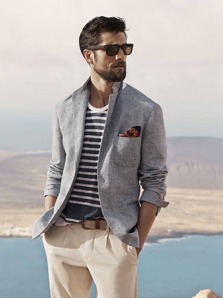 Фото - мужской платок в карман костюма