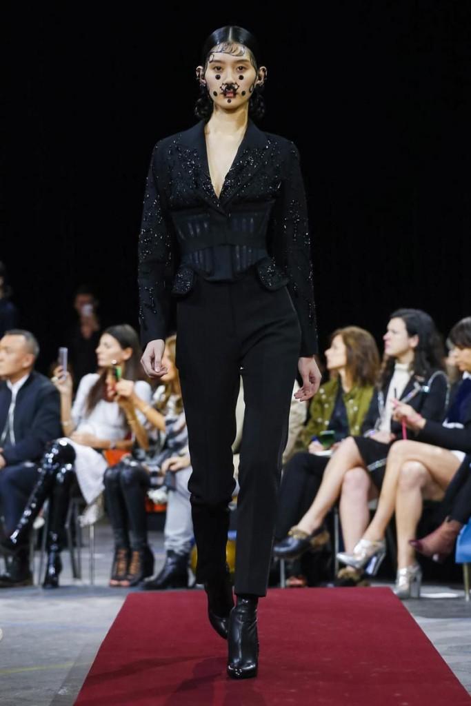 Фото - Мин на шоу Givenchy F/W 2015