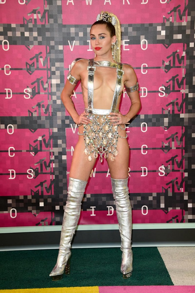 Фото - Майли Сайрус на MTV Video Music Awards 2015