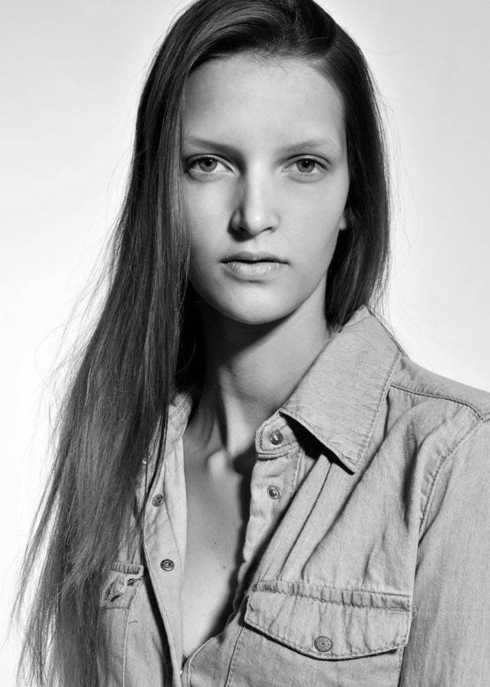 Фото - красивая юная модель
