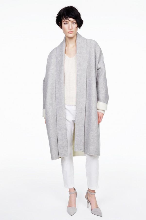 Фото - пальто с запахом светло-серого цвета