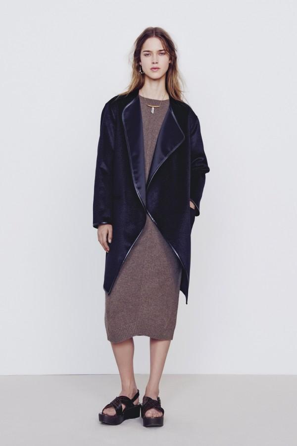 Фото - темно-синее пальто-халат от Ванессы Бруно