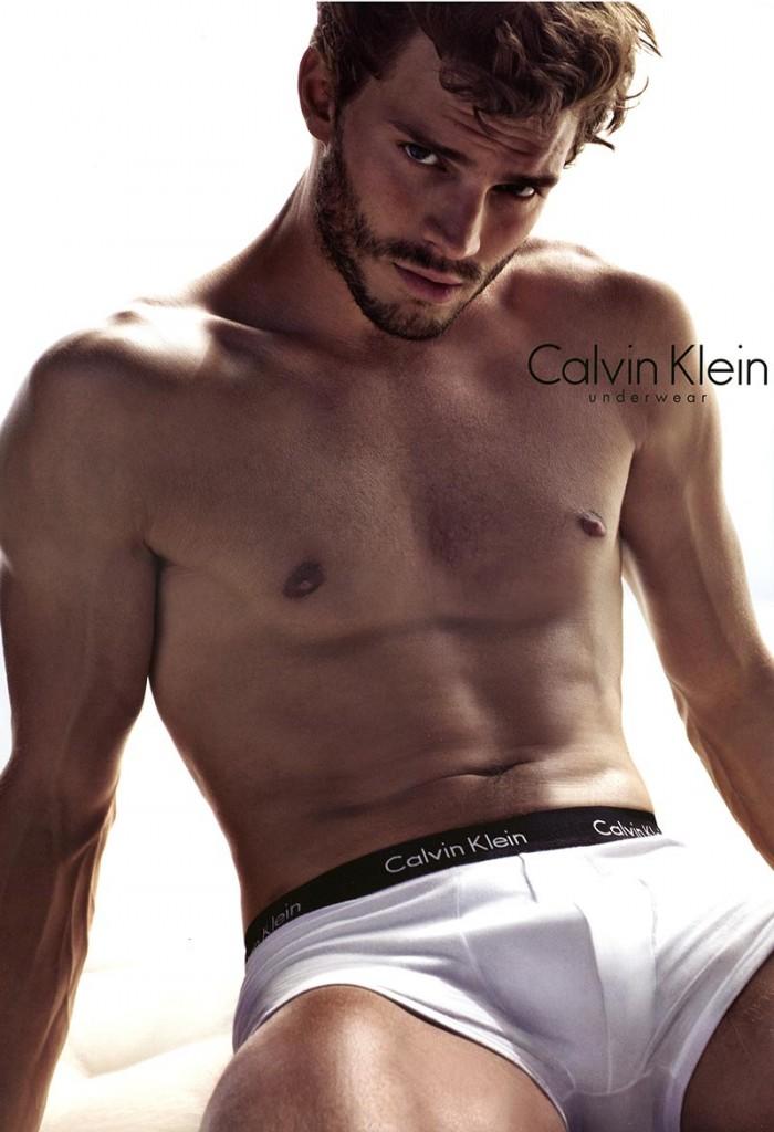 фото - джейми дорнан в кампании Calvin Klein