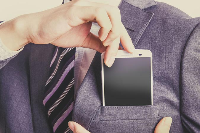 фото - ошибки мужского стиля: набитые карманы