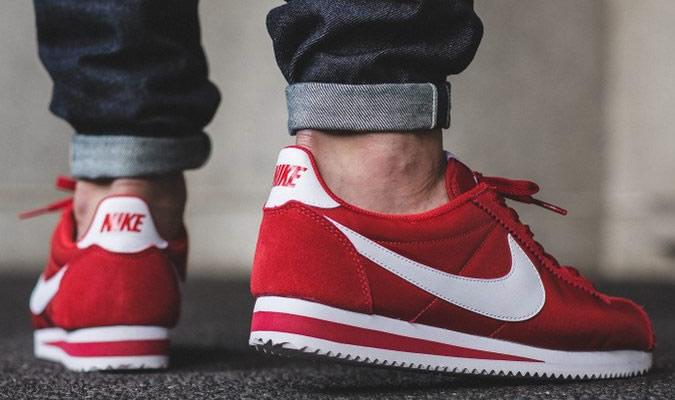 фото - красные замшевые кроссовки от NIKE CORTEZ