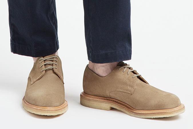 фото - ботинки чукка на креповой подошве в моде летом 2016