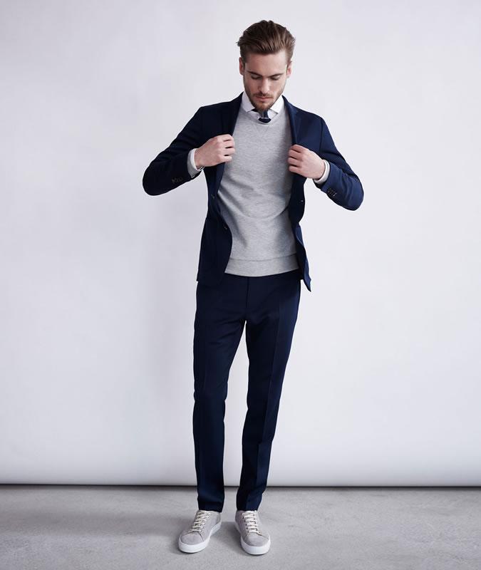 фото - парень модель в костюме и кроссовках из коллекции WINDSOR весна-лето 2016