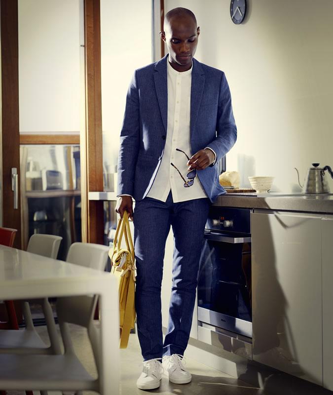 фото - при выборе кроссовок обращайте внимание на детали: классический костюм с кедами