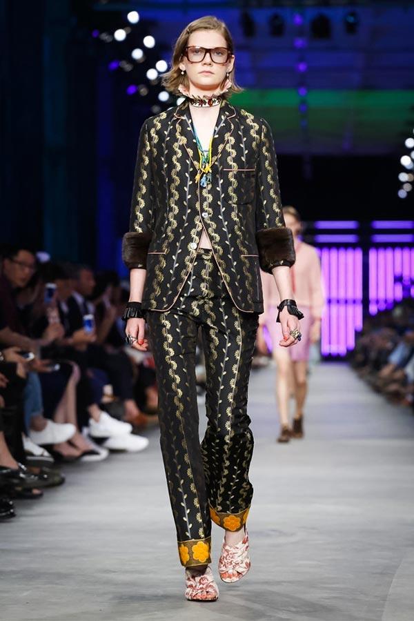 фото - дефиле на Gucci Menswear SS16 Milan