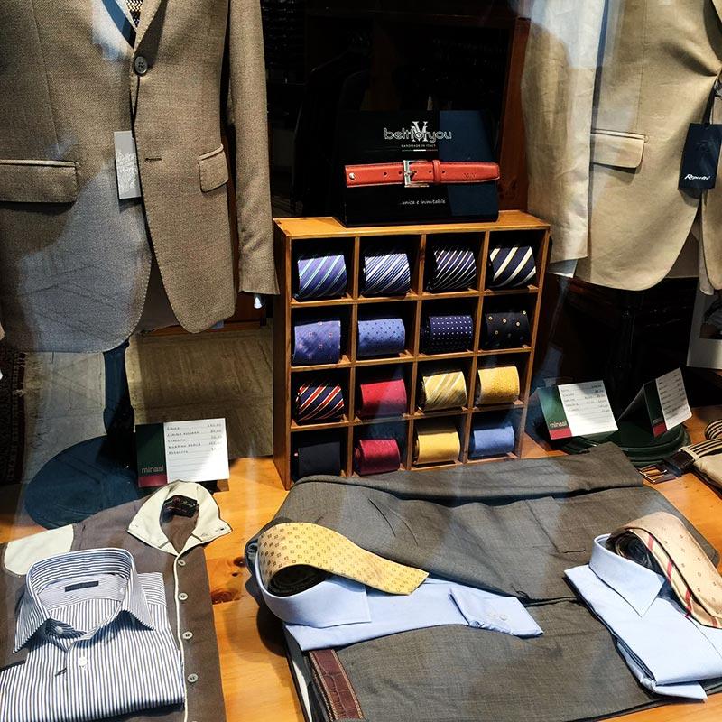 фото - модный бутик одежды для деловых мужчин в Италии