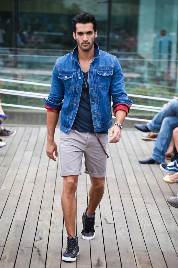 фото - Образ на лето: джинсовая куртка и английские шорты