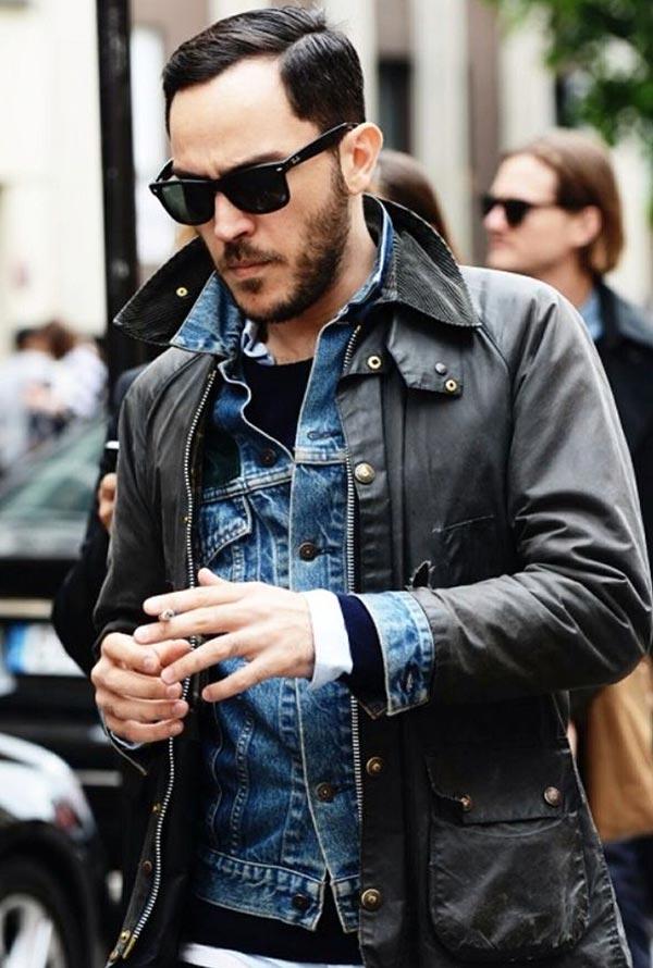 фото - кожаная куртка поверх джинсовки
