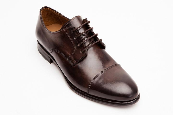 Мужские коричневые туфли с выделенным мыском